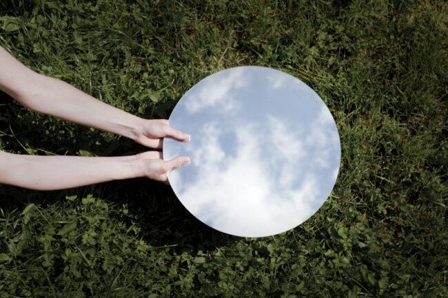 spiegelherstellung spiegel wiese himmel