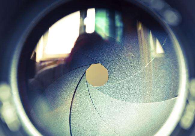 Geschlossene Blende eines Kameraobjektivs