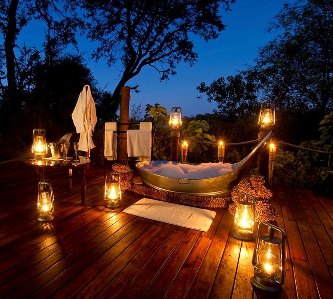 Badewanne auf einer Terasse in Botswana