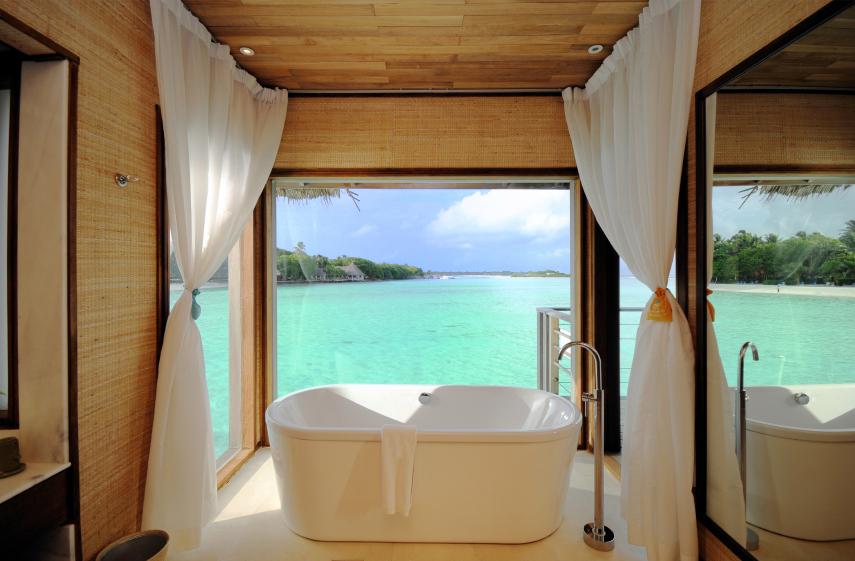 Badewanne mit Blick aufs Meer