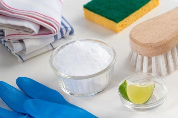 Verschiedene natürliche Reinigungsmittel