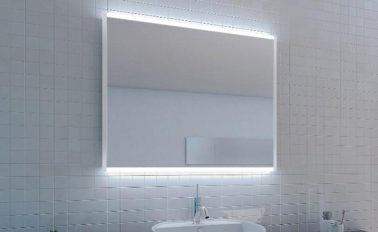 Spiegel mit Ambiente-Beleuchtung