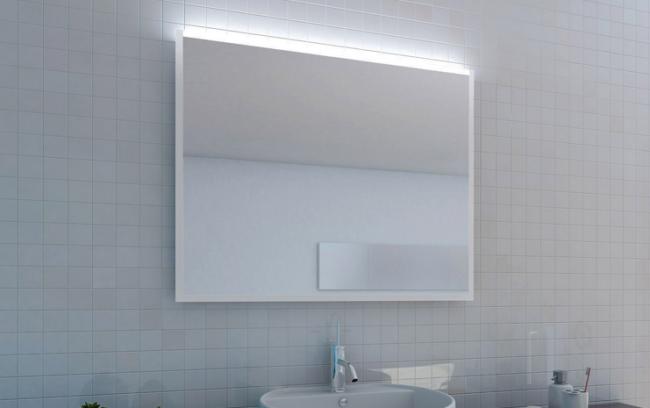 Spiegelbeleuchtung an der oberen Spiegelkante