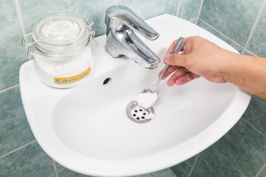 Abfluss mit Backpulver reinigen