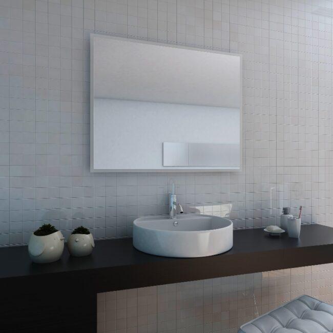 klassischer Badspiegel