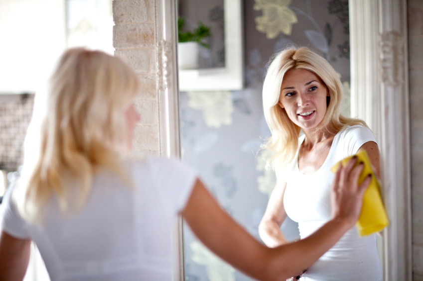 Streifenfreier Glanz auf dem Spiegel ist mit dem richtigen Know-How gar nicht so schwer.